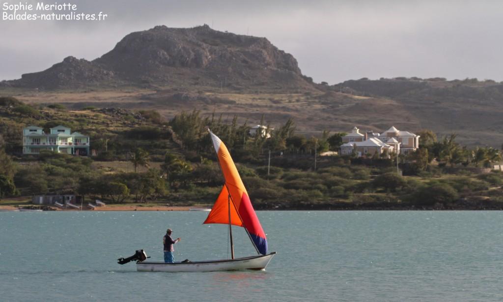 L'île de Rodrigues et une barque traditionnelle